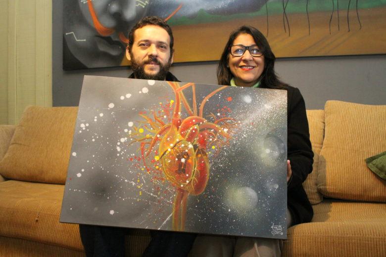 Artista plástico pinta a vivência de quase morte e cura da esposa