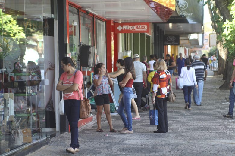 Comércio de Umuarama pode abrir até às 22 horas de segunda a segunda