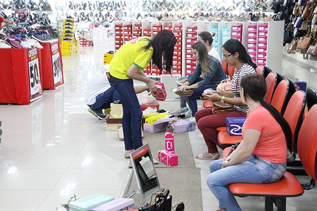 Lojistas estão divididos perante possibilidade de abrir empresas até as 22 horas