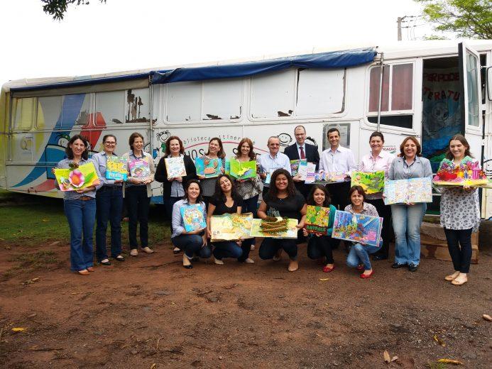 Projeto Biblioteca Itinerante recebe a doação de 320 livros