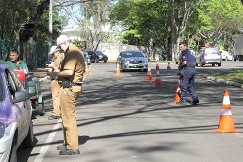 Fiscalização da PM e da GM na avenida Apucarana