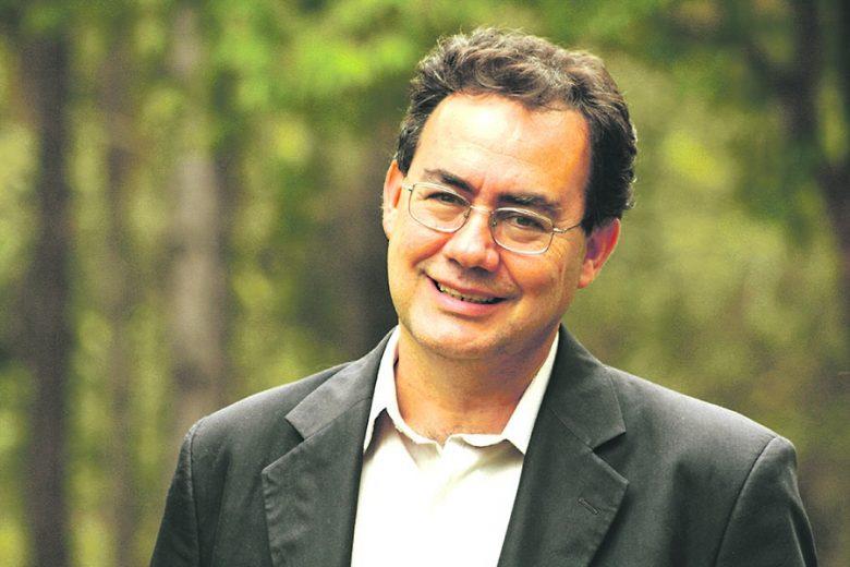 Em Umuarama, Augusto Cury aborda a melhoria do desempenho pessoal