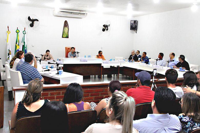 Vereadores de Cruzeiro do Oeste aprovam relatório de cassação do mandato do prefeito Beto Sobrinho