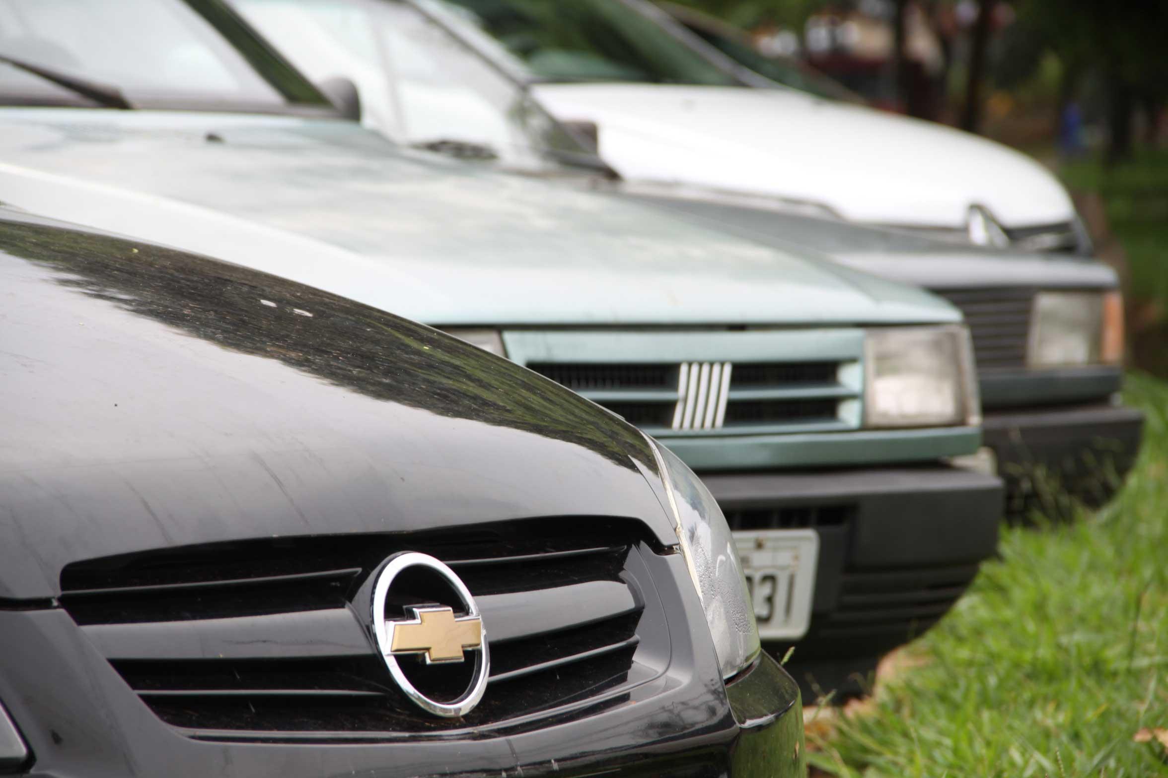Furto de carros velhos em Umuarama