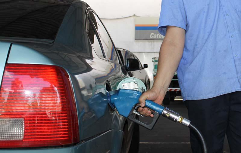 Preço do litro da gasolina sobe R$ 0,33 em 30 dias