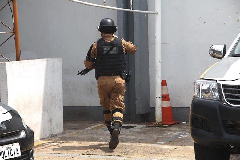 Após mortes, PM realiza operação  'bate grade' na cadeia de Umuarama