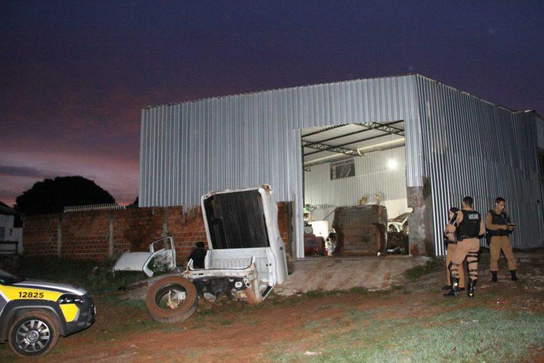 PM 'estoura' desmanche' de  caminhonetes roubadas em Umuarama