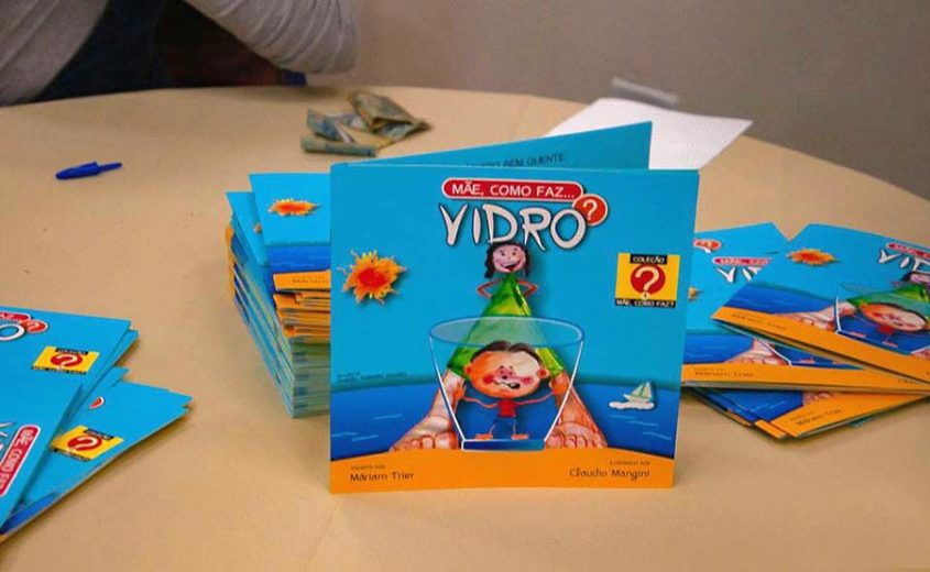 Professores do IFPR de Umuarama  lançam livro infantil no SESC