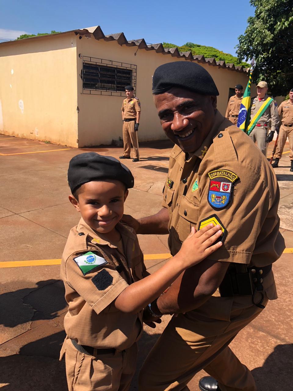 Solenidade de entrega de divisas para policiais militares promovidos em Umuarama