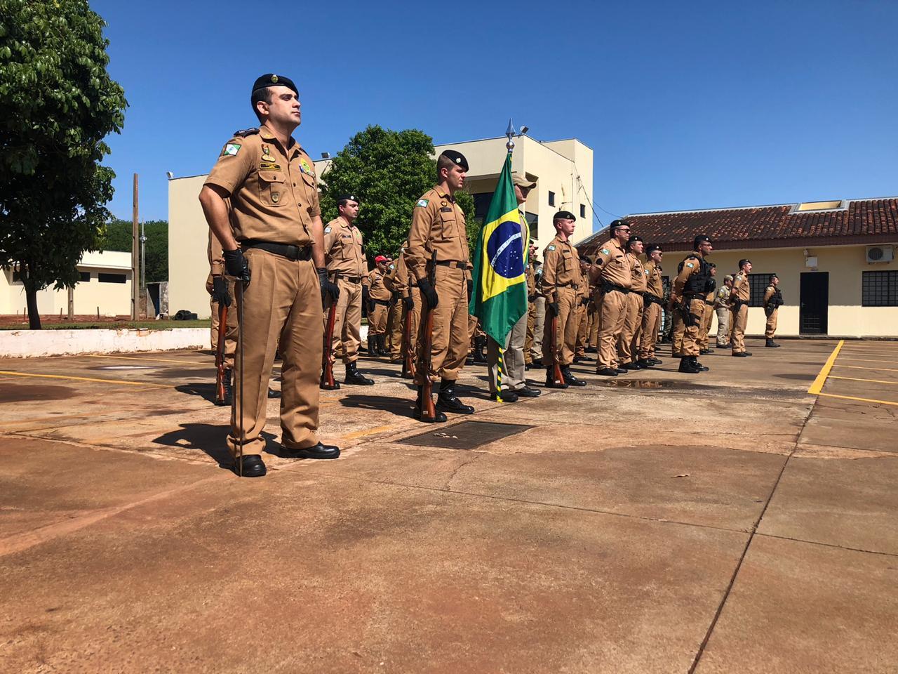 Cerimônia de entrega de divisas para militares promovidos