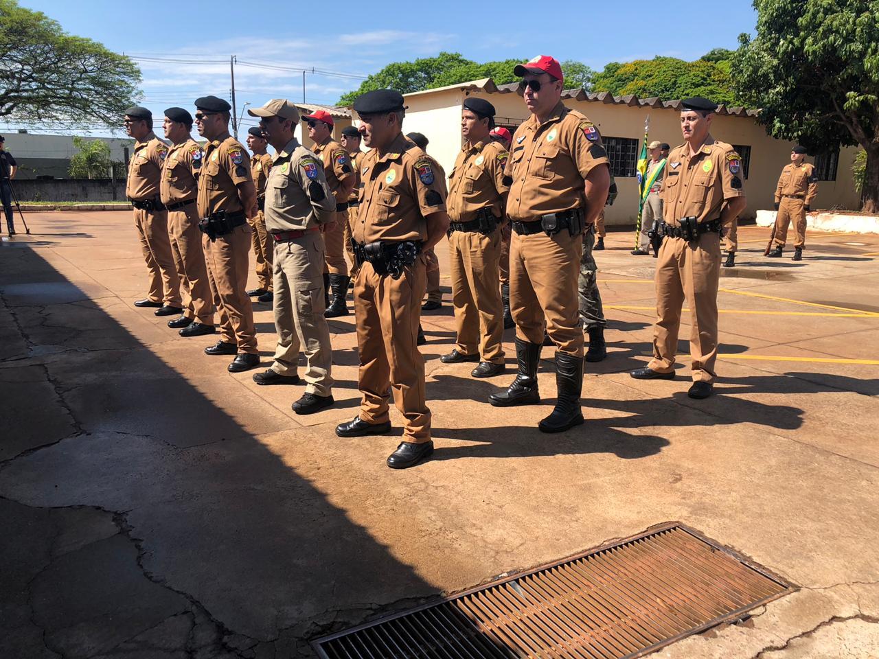 Solenidade de entrega de divisas para policiais militares promovidos