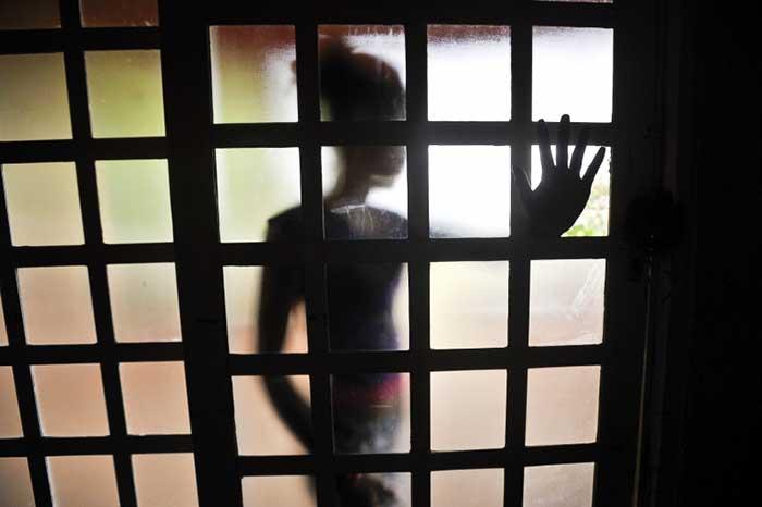 Homem é condenado a 20 anos de prisão por ter matado ex-mulher a pauladas
