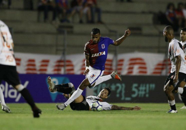 Flamengo tenta manter embalo contra o lanterna Paraná