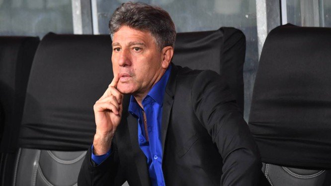 Queda deixa futuro de Renato aberto, e Grêmio espera resposta
