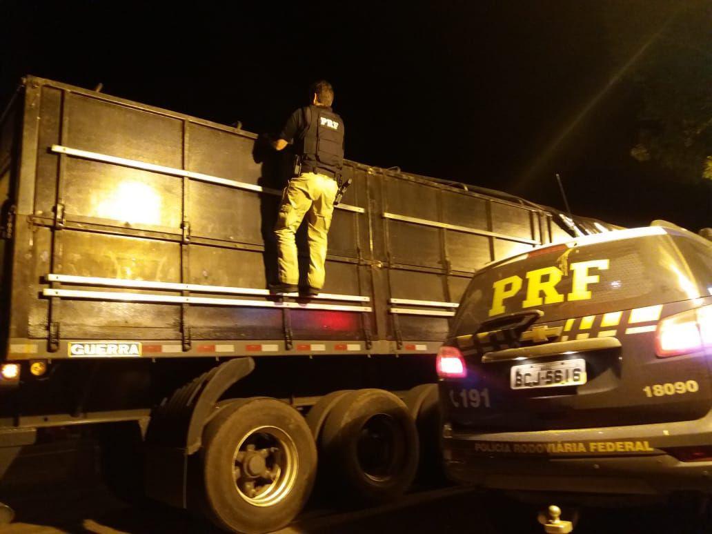 Uma tonelada de maconha  estava em meio a carga de milho