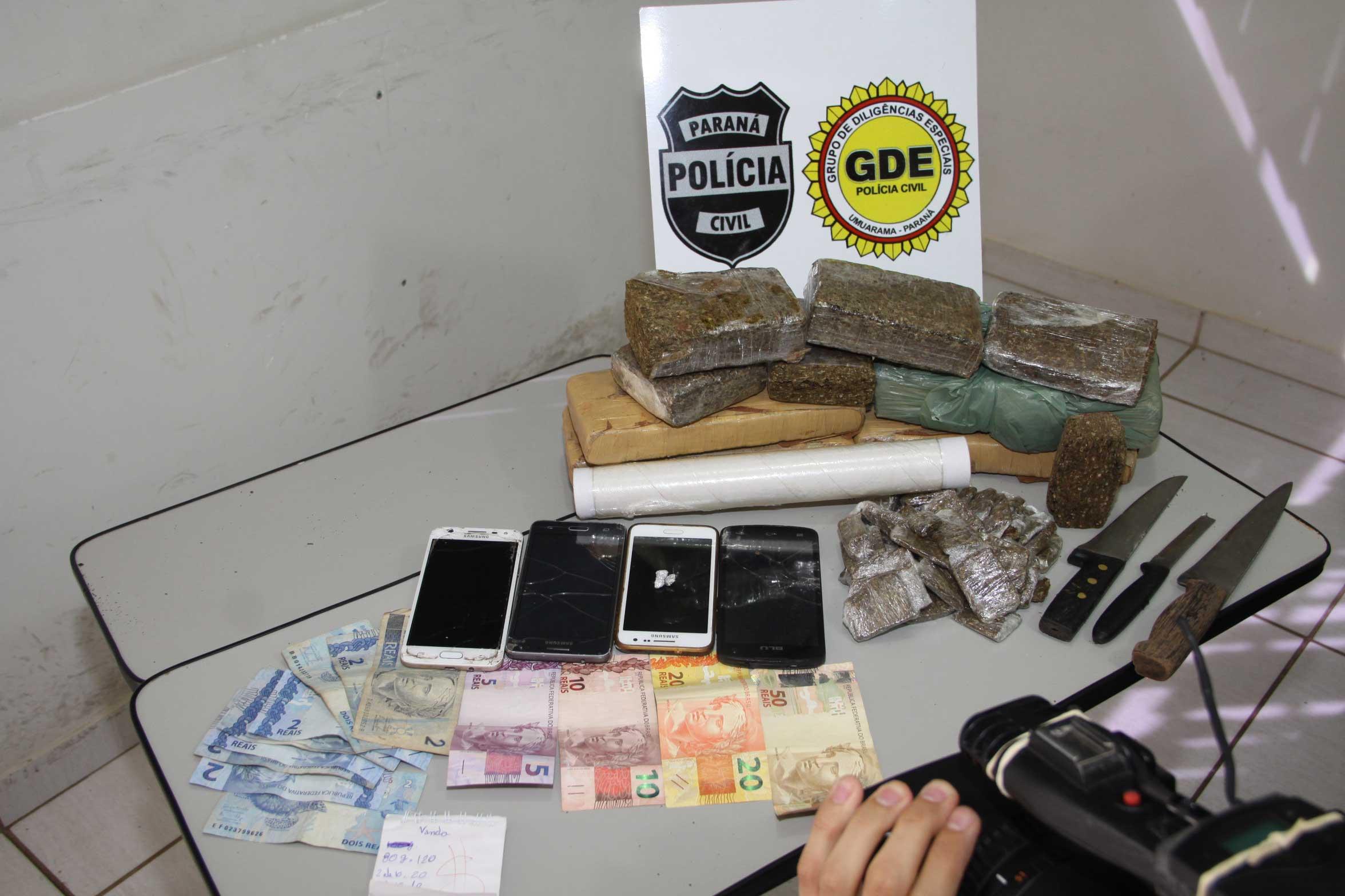 Polícia fecha 'boca de fumo' e prende quatro traficantes