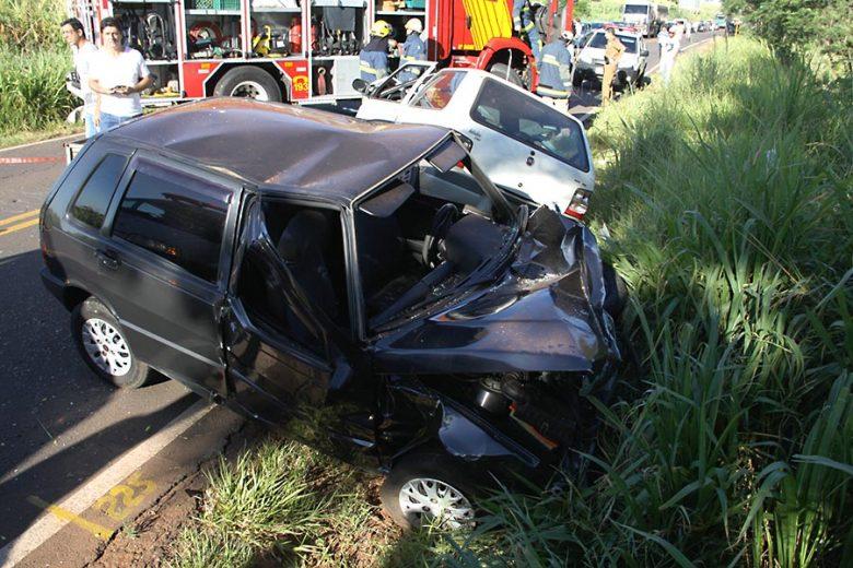 Buraco seria a causa de acidente grave na rodovia PR-489