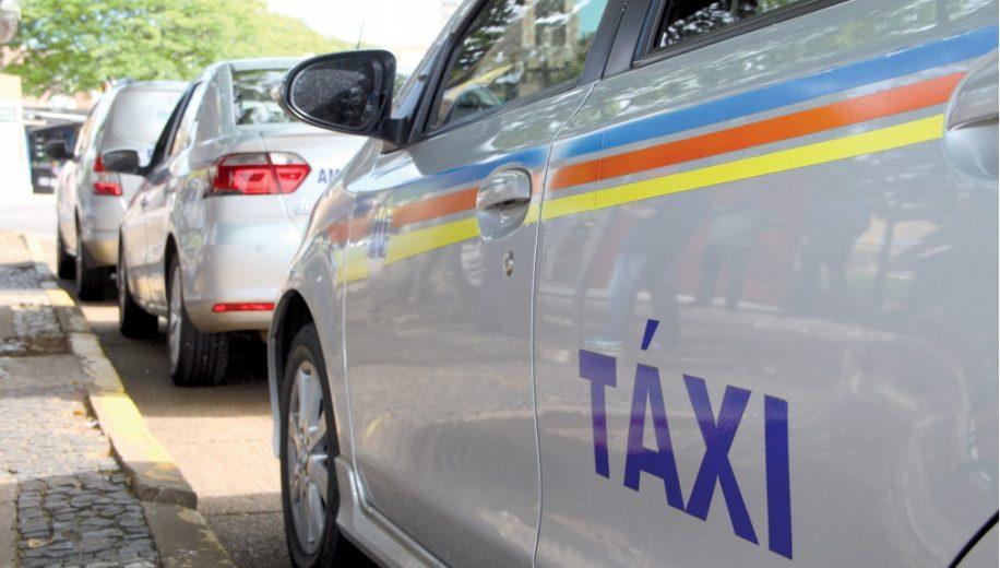 Taxistas pedem regulamentação municipal para transporte por aplicativo