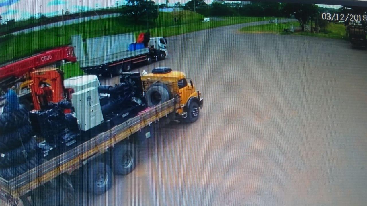 NA MIRA Polícia procura por caminhões usados para transportar carga roubada