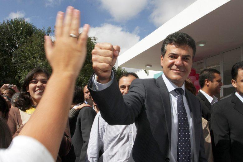 Justiça determina bloqueio de bens de ex-governador Beto Richa