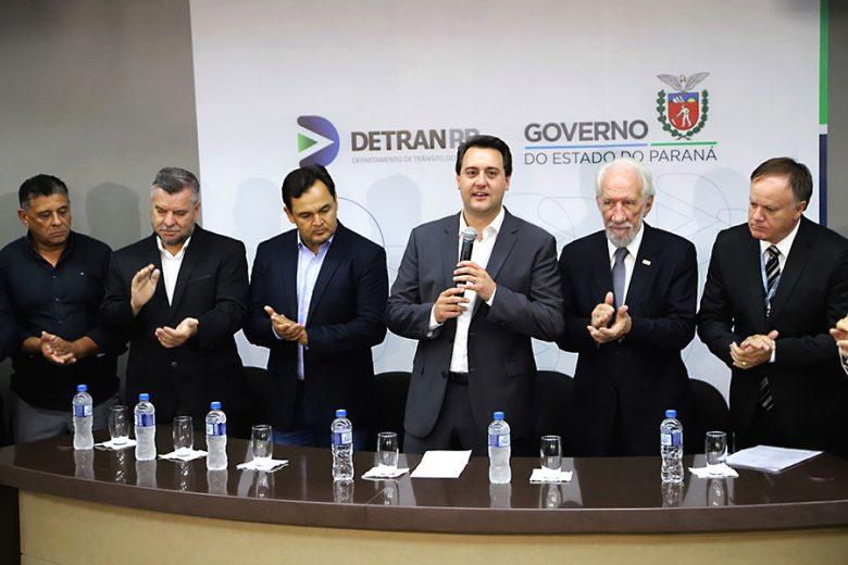 Ratinho Júnior anuncia redução de preços de serviços do Detran