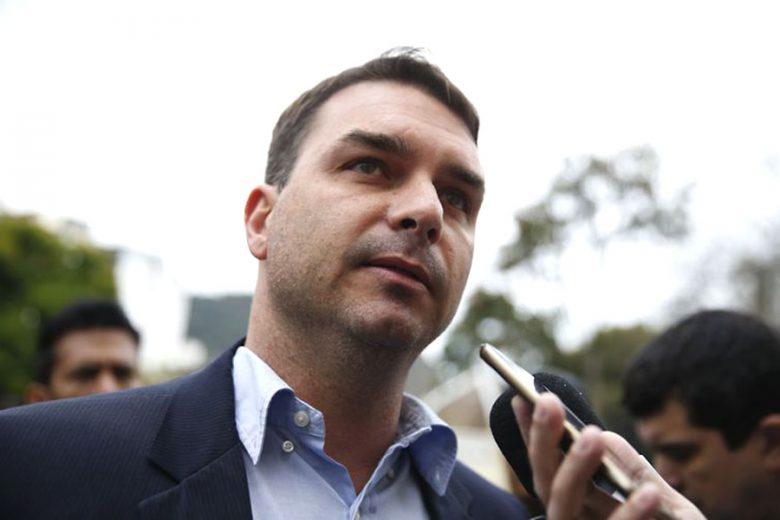 STF manda suspender investigação contra Queiroz a pedido de Flávio Bolsonaro