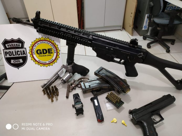 Rifle semiautomático e armas são apreendidas no Parque Industrial