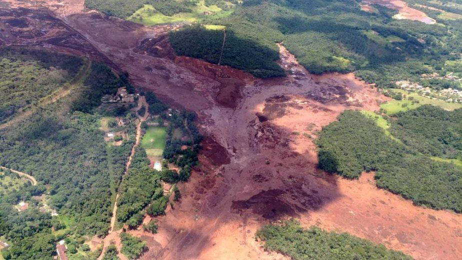 Barragem se rompe e casas são atingidas em Brumadinho, Grande BH