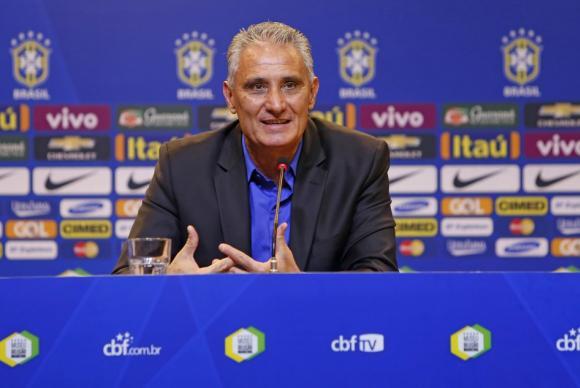 Preocupado com lesão de Neymar, Tite visitará o atacante domingo