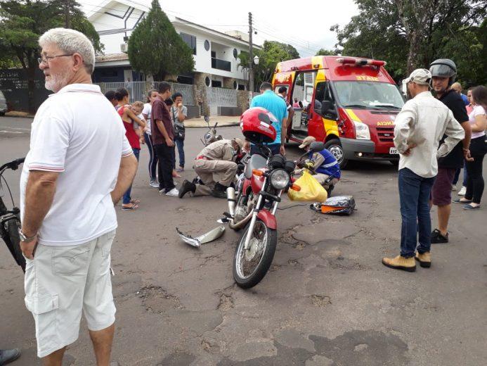 Motos batem na avenida Ângelo Moreira da Fonseca