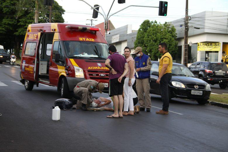 Idosa é atropelada ao cruzar Tiradentes na faixa de pedestre. Condutor fugiu