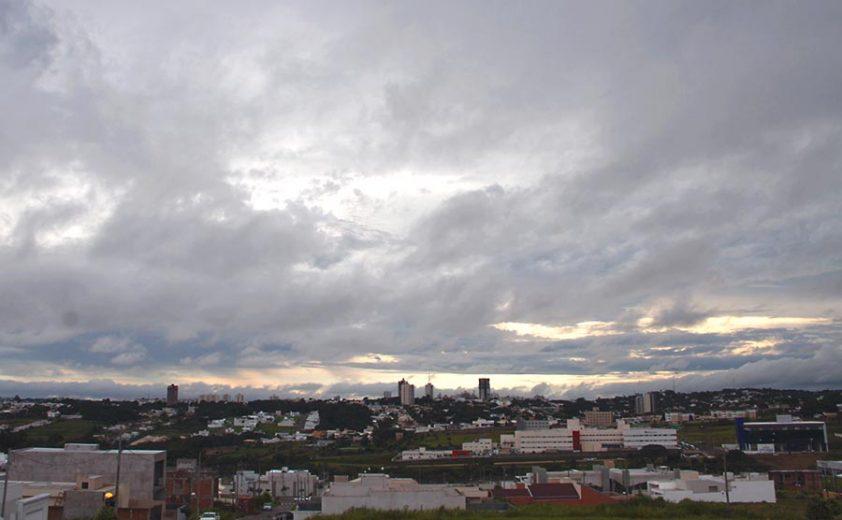 Outono começa hoje com chuva e temperaturas pouco acima da média