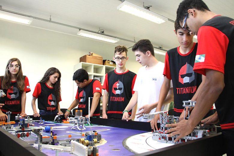 Equipe de Umuarama disputa este fim de semana torneio nacional de robótica