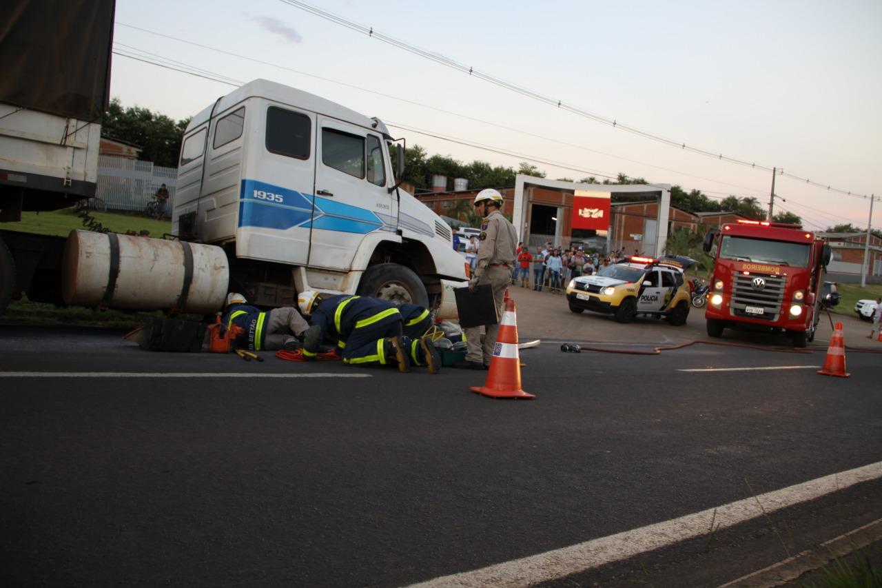 Carreta desgovernada e na contramão mata 1 motociclista e fere outro na PR-323