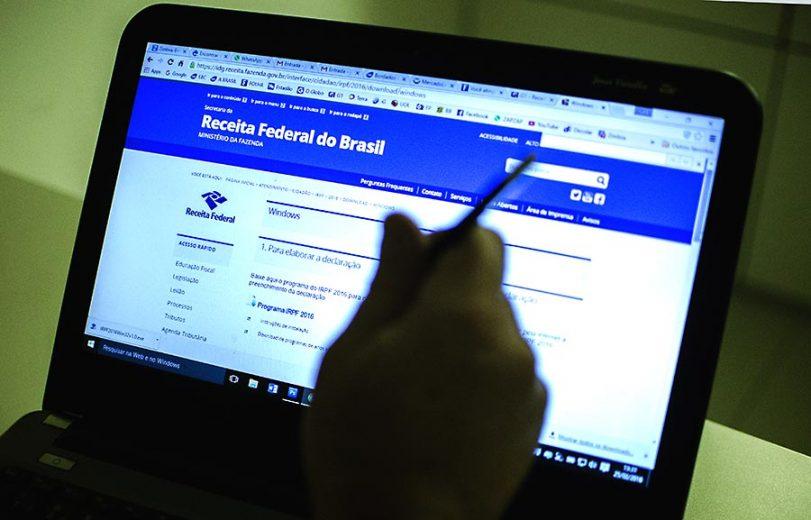 Contribuintes começam a entregar a declaração do Imposto de Renda