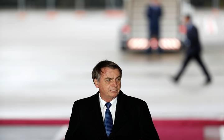 Bolsonaro veta projeto que dispensava aposentado com HIV de fazer novas perícias