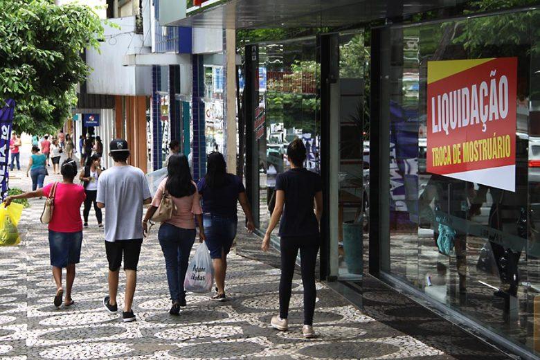 Maioria dos associados da ACIU pede abertura do comércio em dois sábados