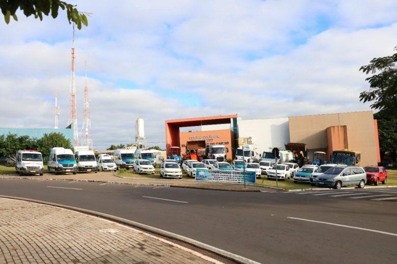 Prefeito Darlan Scalco expõe veículos que vão renovar a Frota Municipal de Pérola