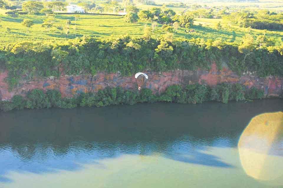 PRAIA DO MEIÃO ICMBio autoriza atividades turísticas na prainha de Porto Camargo, no rio Paraná