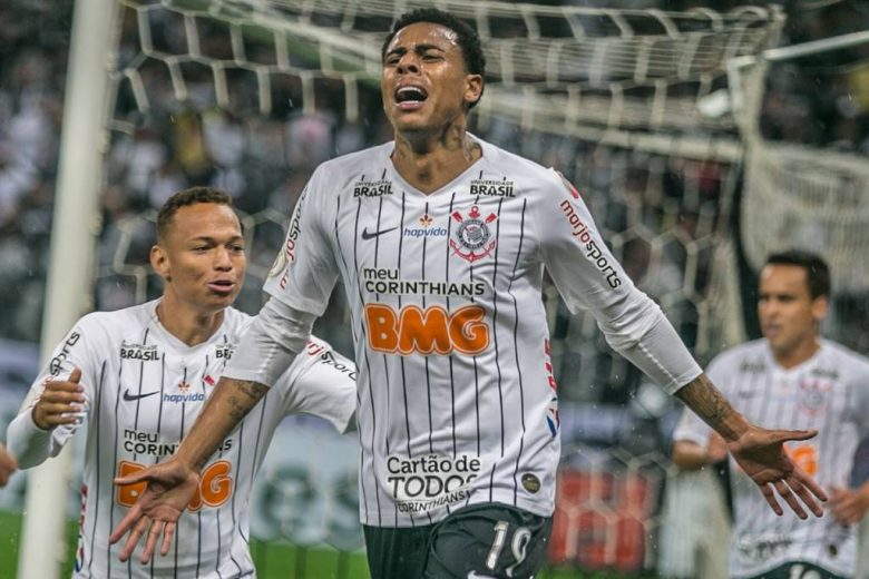 Com gol de Gustavo no fim, Corinthians bate o Atlético-MG e sobe para o 3º lugar