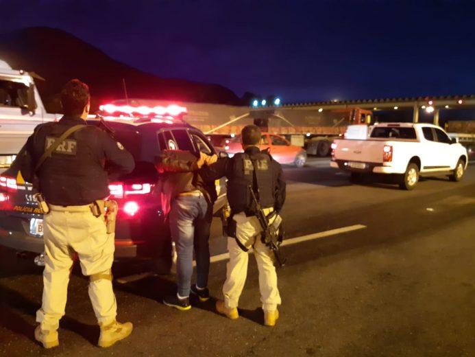PRF prende golpista que se passou por policial para furtar carro