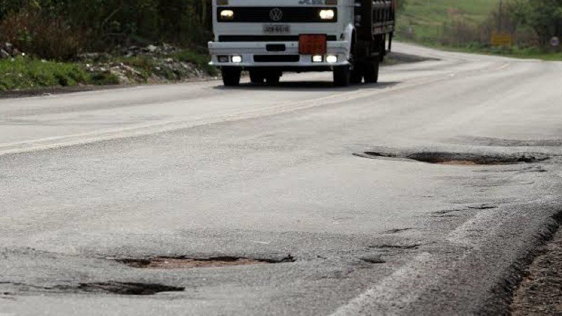 Mais da metade das estradas do  Paraná apresentam problemas