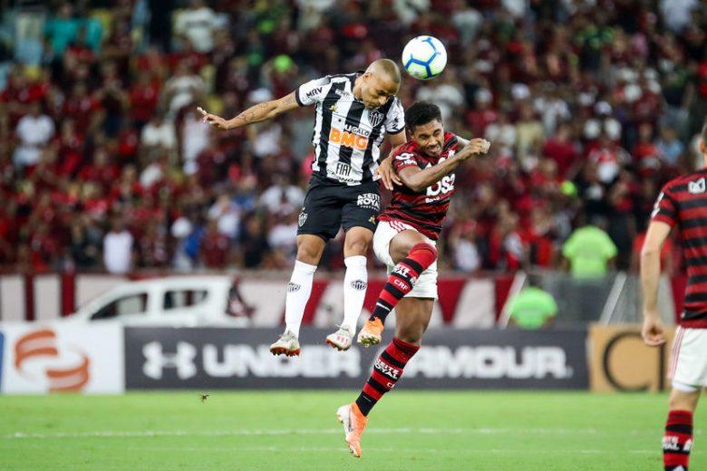 Desfalcado, Flamengo mostra força, bate o Atlético-MG e abre 8 pontos do Santos
