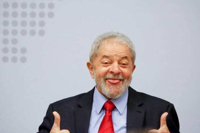 Lula é libertado agora da carceragem da PF em Curitiba