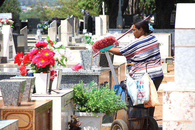 cemiterio-umuarama-finados