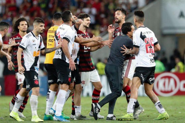 Em clássico com 8 gols e 2 viradas, Flamengo e Vasco empatam