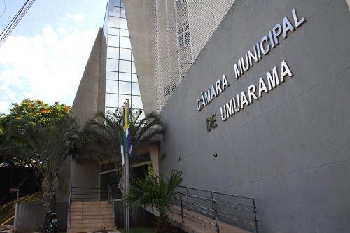 Câmara abre processo que pode exonerar servidor e cassar mandato de vereador