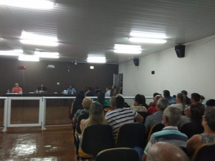 Cassação prefeito Robertinho Iporã protesto na Câmara