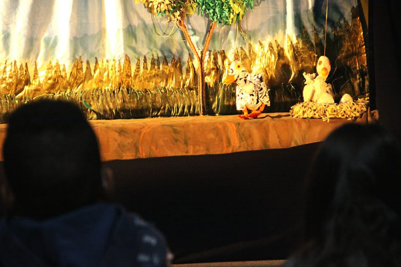 umuarama-teatro-patinho-feio