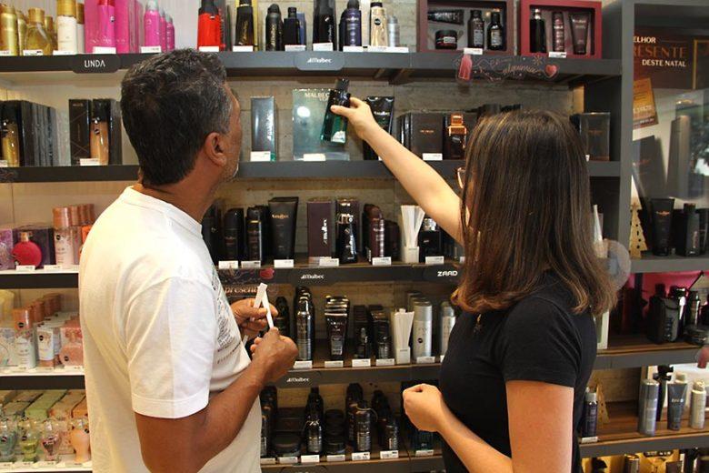 Comércio de Umuarama espera superar vendas com abertura hoje do Natal Encantado